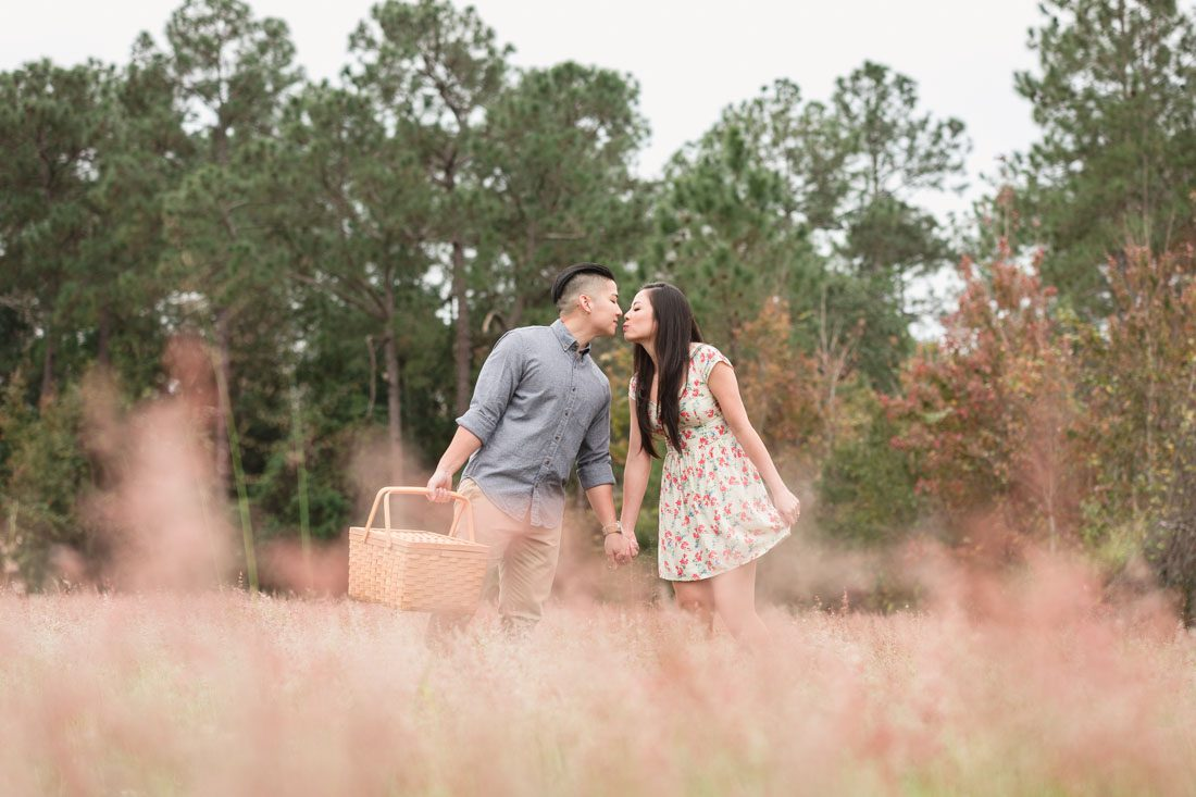 Orlando wedding and engagement photographer captures picnic park engagement session